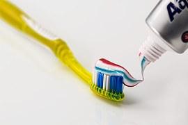 toothbrush-571741__180